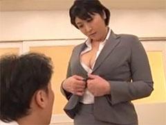 巨乳の熟女教師