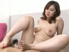 熟女の足コキ