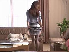 スカートを脱いで誘惑してくる嫁