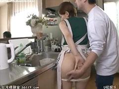 台所で隠れて手マン