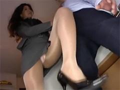 足癖の悪い熟女OL