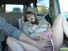 車の助手席でオナニーしてるセフレの熟女